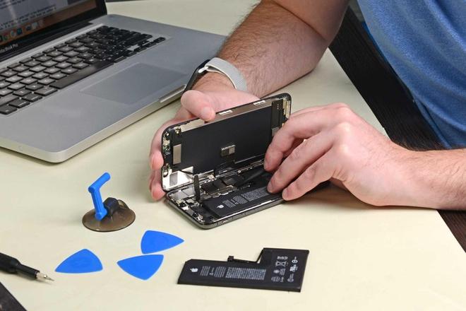 Vi sao khach hang thay pin iPhone chinh hang van bi bao loi? hinh anh 2