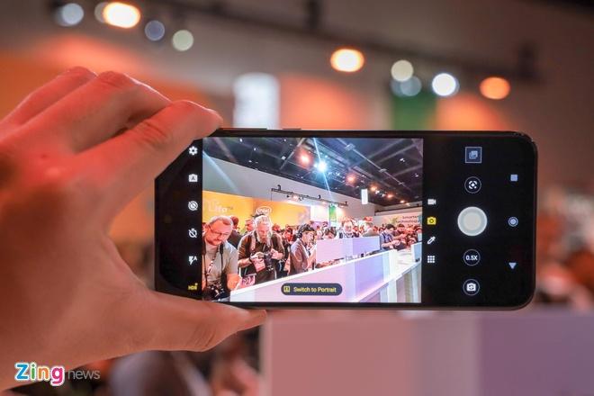 Motorola gioi thieu Moto One Zoom, cum camera nhu Note10+ hinh anh 3