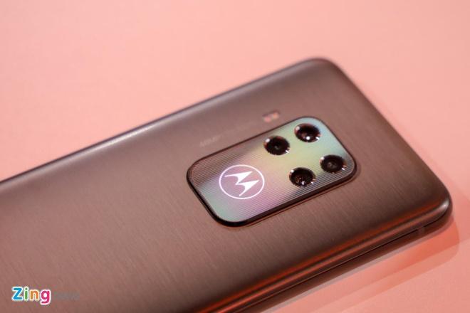 Motorola gioi thieu Moto One Zoom, cum camera nhu Note10+ hinh anh 4