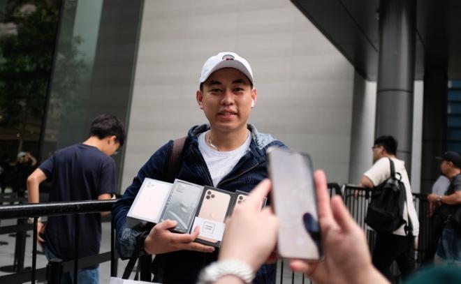 ifan khap the gioi khoe iphone 11 moi mua