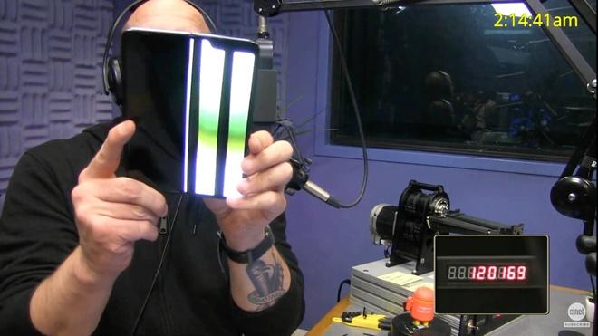 Galaxy Fold khong ben nhu Samsung quang cao hinh anh 2