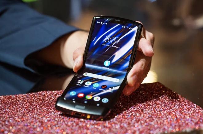 Motorola RAZR 2019 ra mat - huyen thoai nap gap tro lai hinh anh 4