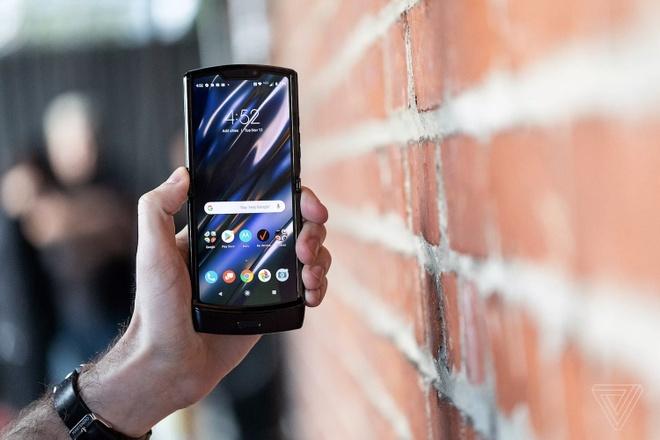 Motorola RAZR 2019 ra mắt - huyền thoại nắp gập trở lại