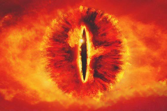 Bi benh hiem gap, nguoi dan ong co doi mat giong Sauron hinh anh 2