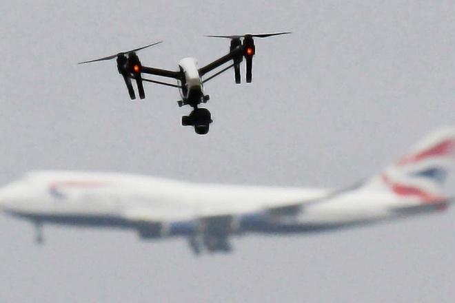 De drone lac vao san bay, thanh nien My bi phat gan 20.000 USD hinh anh