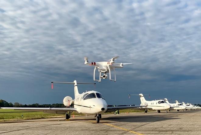 Bi phat 460 trieu vi de drone lac vao san bay hinh anh 1