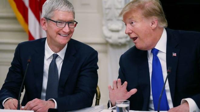 Ong Trump vua tang mon qua Giang sinh rat gia tri cho Apple hinh anh