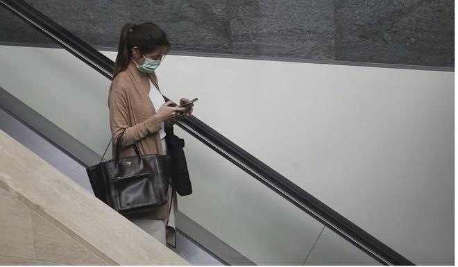 Nên vệ sinh điện thoại sạch sẽ trong đợt dịch virus Corona mới.
