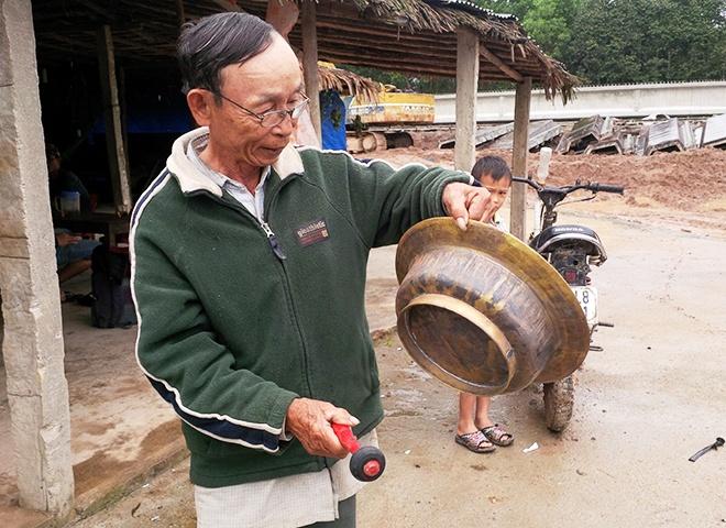 Dan voi 7 con xuat hien o Quang Nam: Chua kip mung da lo hinh anh 2