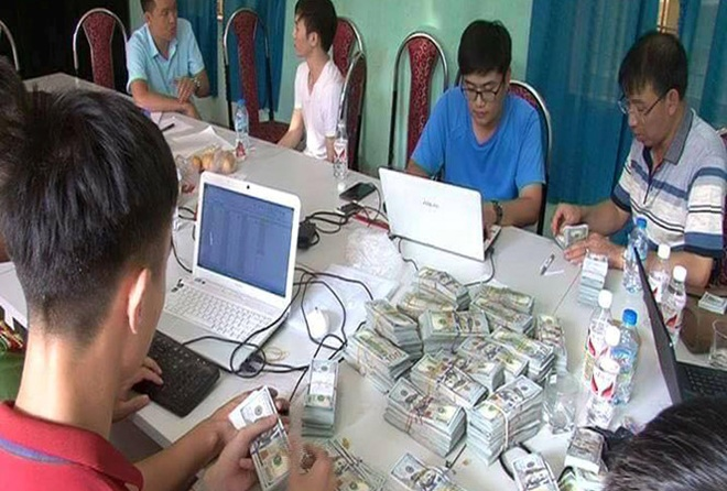 Van chuyen 1 trieu USD qua bien gioi, nguoi dan ong Trung Quoc bi bat
