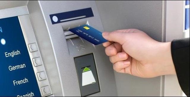 Cai thiet bi vao cay ATM de chiem doat tien hinh anh