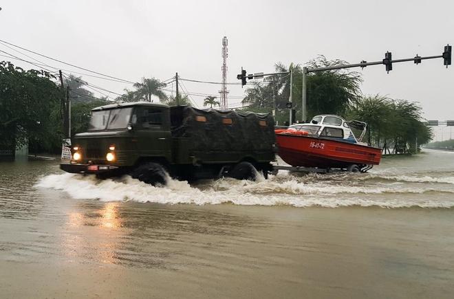Quảng Nam huy động hơn 500 chiến sĩ giúp dân, sơ tán 1.830 hộ gia đình