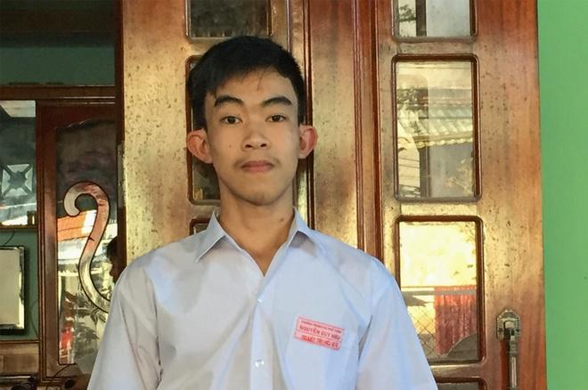 Khen thuong nam sinh tra 50 trieu nhat duoc cho nguoi danh mat hinh anh