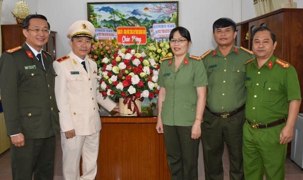 Giam doc Cong an tinh Quang Nam duoc thang ham thieu tuong hinh anh 1 19.2.2.jpg