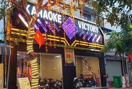 31 thanh nien 'dap da' trong quan karaoke