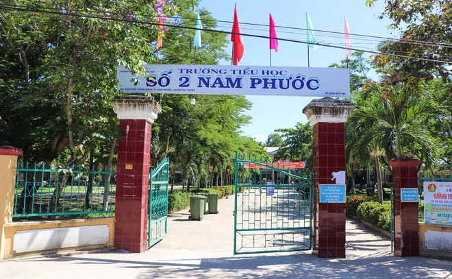 truong thu tien ghe ngoi hoc sinh anh 1