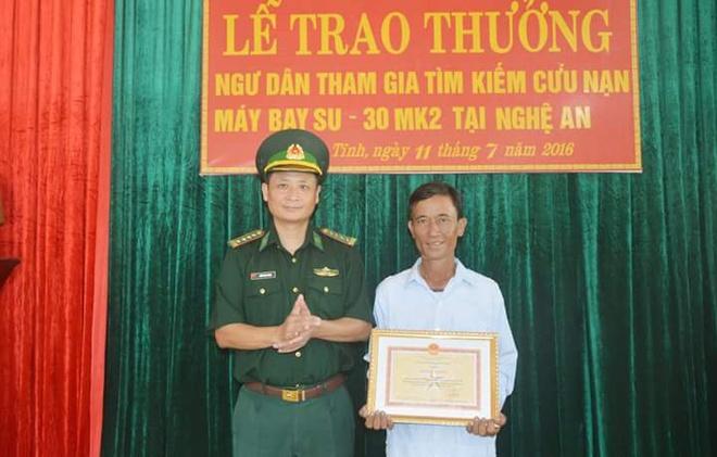 Tang bang khen cho ngu dan cuu song phi cong Su30-MK2 hinh anh 1