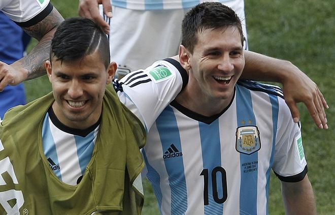 Messi cham choc kha nang da FIFA cua Aguero hinh anh