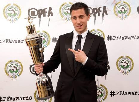10 dieu thu vi ve Eden Hazard hinh anh 1 Nhờ màn trình diễn xuất sắc trong màu áo Chelsea mùa này, Hazard đã được bình chọn là cầu thủ xuất sắc nhất Premier League. Ảnh: Belfast Telegraph.