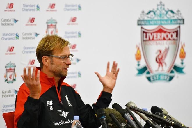 Hoa Tottenham, Jurgen Klopp chi ra diem yeu cua Liverpool hinh anh 1 HLV Jurgen Klopp cho rằng các cầu thủ Liverpool cần bình tĩnh hơn mỗi khi có bóng. Ảnh: Standard UK.