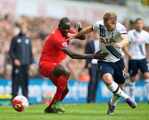 Herrera vang bong o doi hinh tieu bieu vong 9 Premier League hinh anh 3 Trung vệ - Mamadou Sakho (Liverpool): Bên cạnh Mignolet, Sakho cũng đã có một ngày thi đấu xuất sắc khi liên tục có những pha truy cản thành công đối với các chân sút Tottenham.