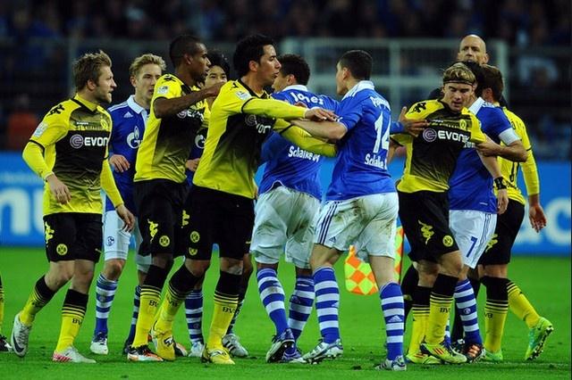 MU - Man City nam ngoai top 5 tran derby khoc liet nhat hinh anh 2