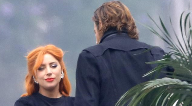 Lady Gaga la lam voi mau toc cam trong phim moi hinh anh