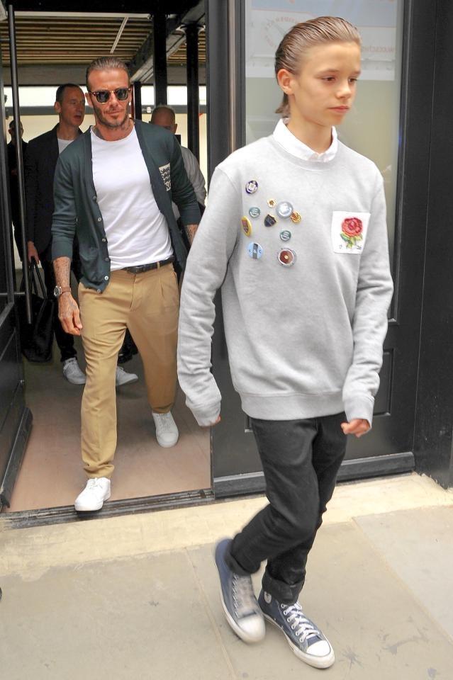 Bo con David Beckham de toc giong nhau di xem thoi trang hinh anh 1