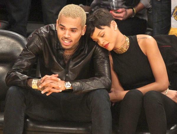 Chris Brown muon noi lai tinh xua voi Rihanna hinh anh