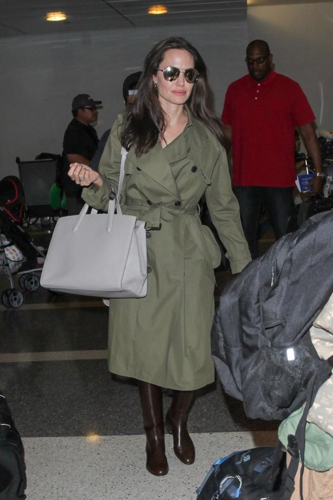 Angelina Jolie huong ung trao luu tui xach doi hinh anh 1