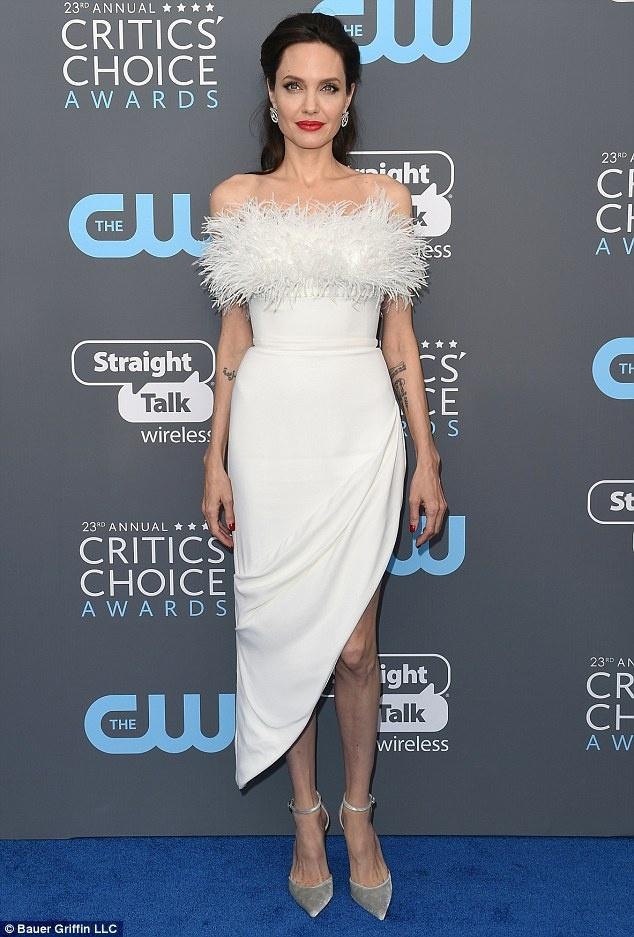 Angelina Jolie hen ho anh 1