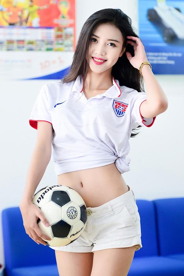 Vu Ngoc Cham: Man lot xac sau 4 nam cua 'hot girl co vu' World Cup hinh anh 1