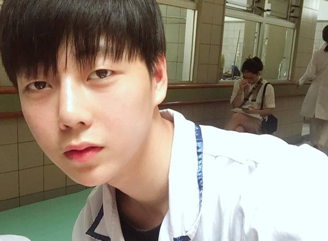 Hot boy truong Y cao 1,80 m, 'soai' khong kem idol Han Quoc hinh anh
