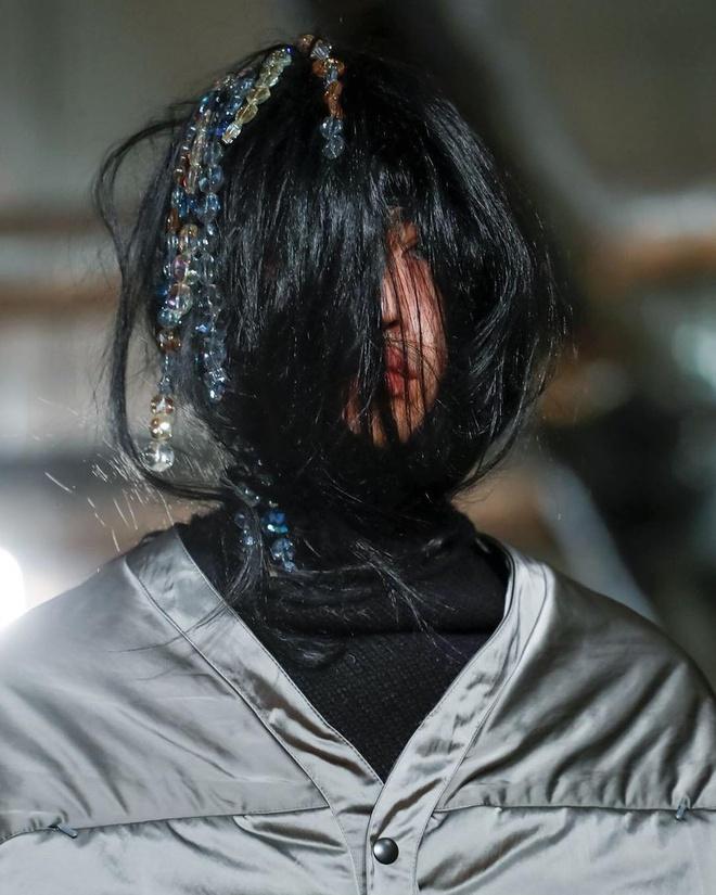 Xu huong trang diem 'khong giong ai' tai Tuan le thoi trang nam 2019 hinh anh 7