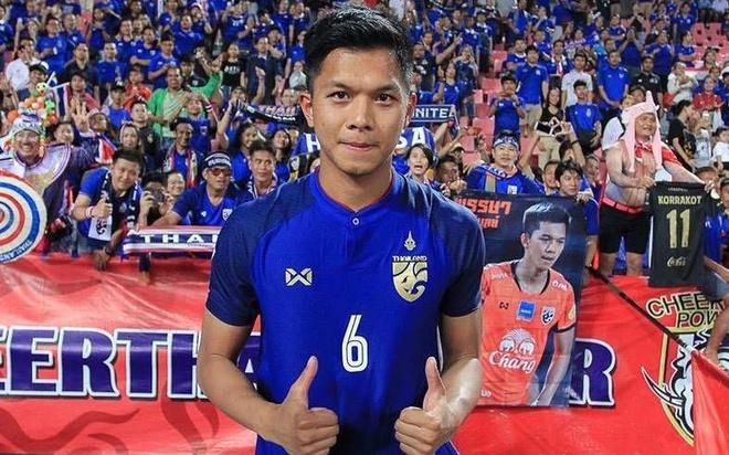 Chang trung ve dep trai, cao 1,91 m cua doi tuyen Thai Lan hinh anh