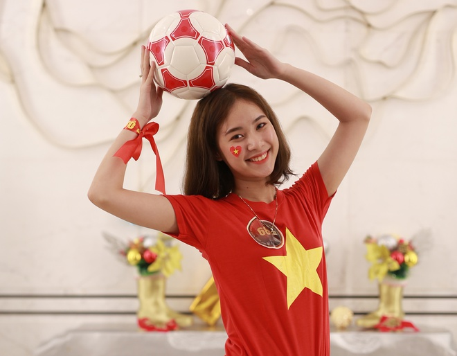 Hoa khoi sinh vien co vu tuyen Viet Nam truoc chung ket AFF Cup 2018 hinh anh 7