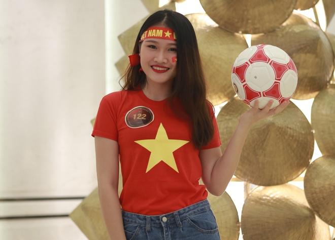 Hoa khoi sinh vien co vu tuyen Viet Nam truoc chung ket AFF Cup 2018 hinh anh 1