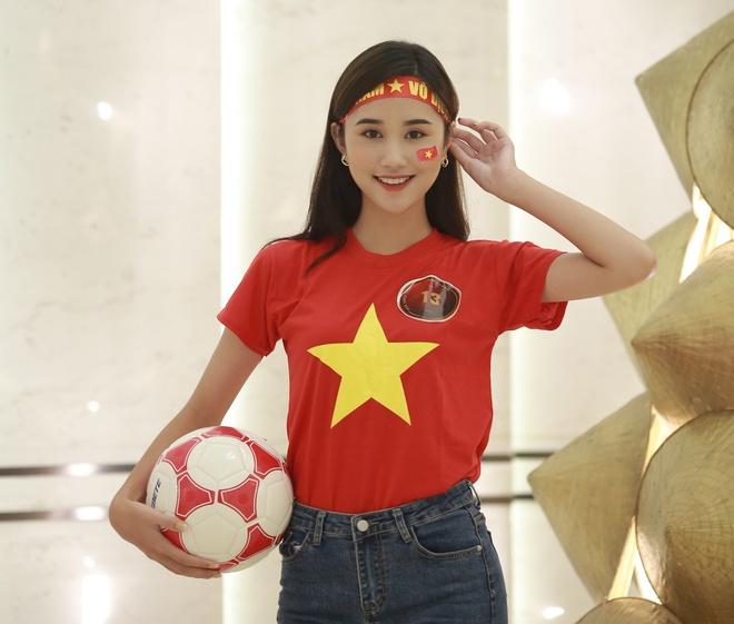 Hoa khoi sinh vien co vu tuyen Viet Nam truoc chung ket AFF Cup 2018 hinh anh 2