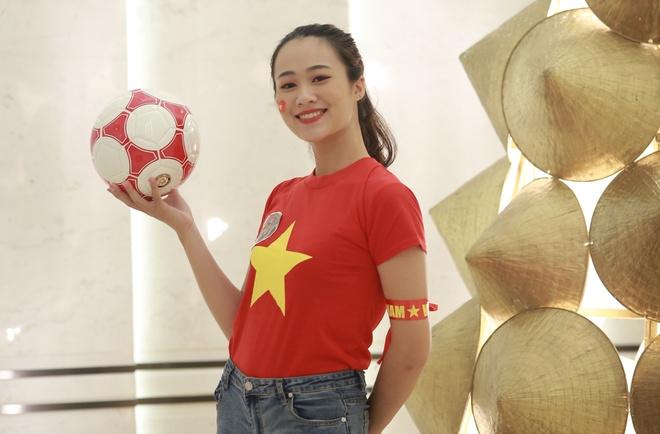 Hoa khoi sinh vien co vu tuyen Viet Nam truoc chung ket AFF Cup 2018 hinh anh 4