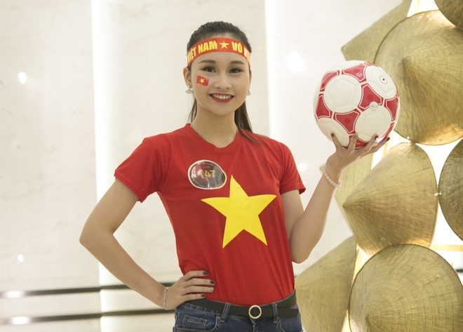 Hoa khoi sinh vien co vu tuyen Viet Nam truoc chung ket AFF Cup 2018 hinh anh 5