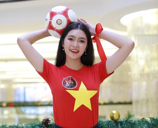 Hoa khoi sinh vien co vu tuyen Viet Nam truoc chung ket AFF Cup 2018 hinh anh 6