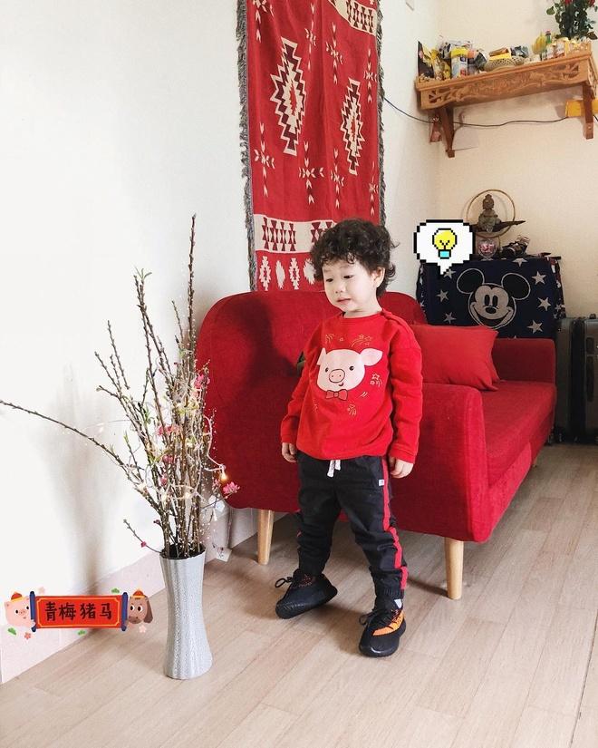 Trang Hy khoe anh hai huoc ben cha me, Trang Lou thi uong sua voi con hinh anh 2