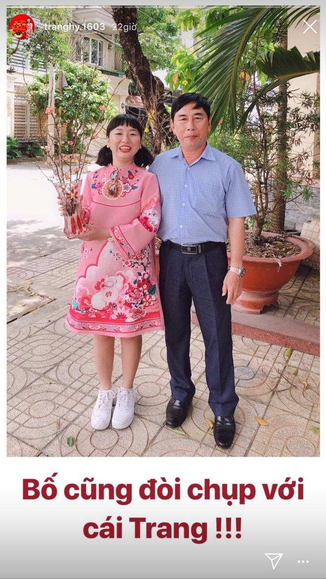 Trang Hy khoe anh hai huoc ben cha me, Trang Lou thi uong sua voi con hinh anh 12