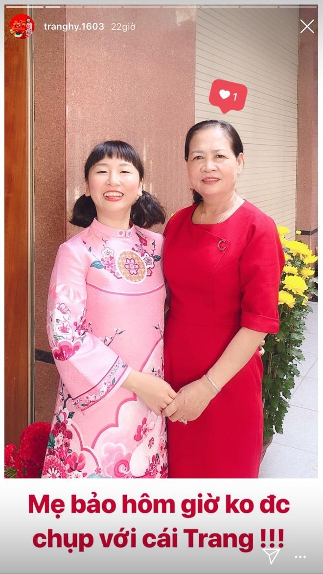 Trang Hy khoe anh hai huoc ben cha me, Trang Lou thi uong sua voi con hinh anh 11