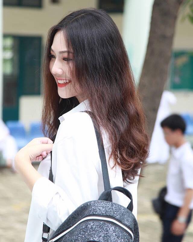 Loat gai xinh toan 10X tu 'lo nhan sac' THPT Binh Hung Hoa TP.HCM hinh anh 6
