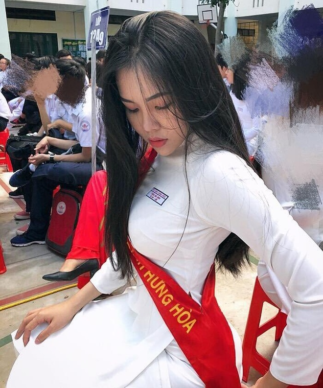 Loat gai xinh toan 10X tu 'lo nhan sac' THPT Binh Hung Hoa TP.HCM hinh anh 12