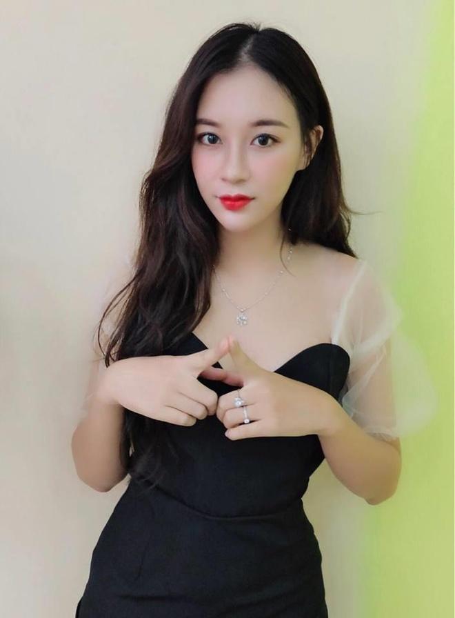 Nu sinh DH Thuong mai duoc dan mang vi nhan sac nhu mot 'nang tho' hinh anh 7