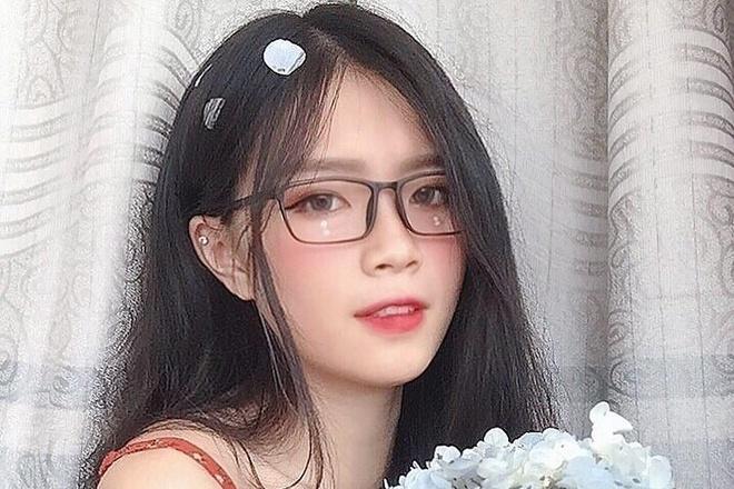 Hot girl len bao Trung khoe ve dep thuong ngay hinh anh