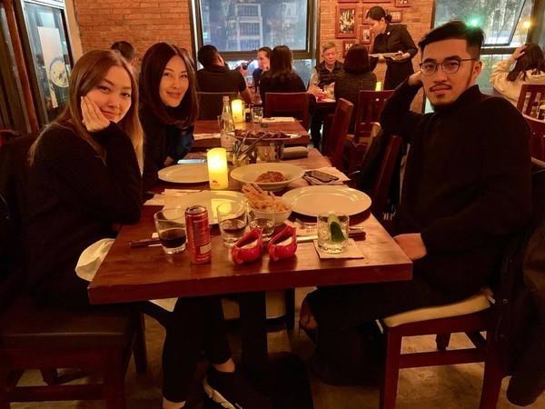 'Hoang tu Indie' Thai Vu cau hon thanh cong ban gai hinh anh 2