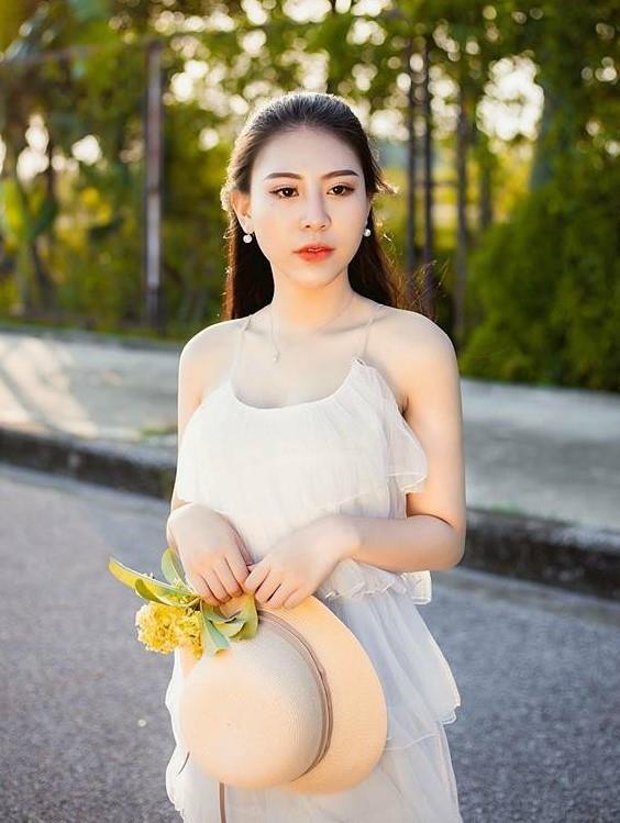 Hai hot girl bong bi 'nem da' vi vai dien ke thu ba tren phim hinh anh 10